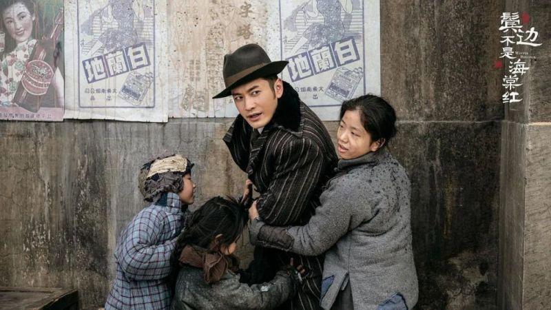 Trong mỗi tập phim, trang phục của Huỳnh Hiểu Minh được thay đổi liên tục