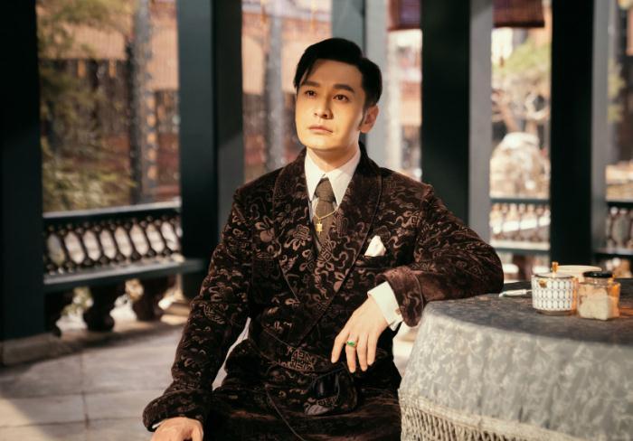 Bất luận khi nào xuất hiện, Huỳnh Hiểu Minh đều khiến khán giả ngây ngất với tạo hình của mình