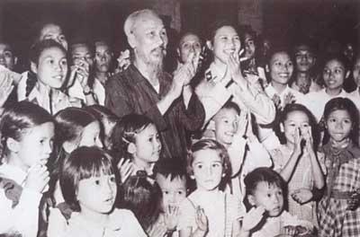 Bác Hồ vui Tết Trung thu với các cháu thiếu nhi Hà Nội và Quốc tế, ngày 27/9/1958