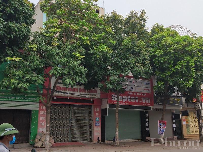 Các cửa hàng kinh doanh trên các tuyến phố đều thực hiện nghiêm Chỉ thị 16 của Thủ tướng Chính phủ