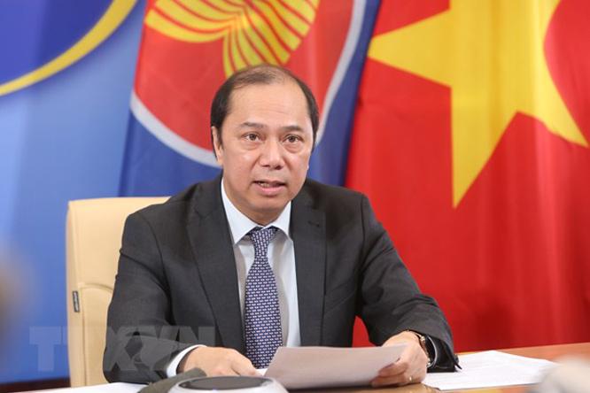 Thứ trưởng Bộ Ngoại giao Nguyễn Quốc Dũng thông báo kết quả Hội nghị Hội đồng điều phối ASEAN (ACC-25) lần thứ 25. (Ảnh: Dương Giang/TTXVN)
