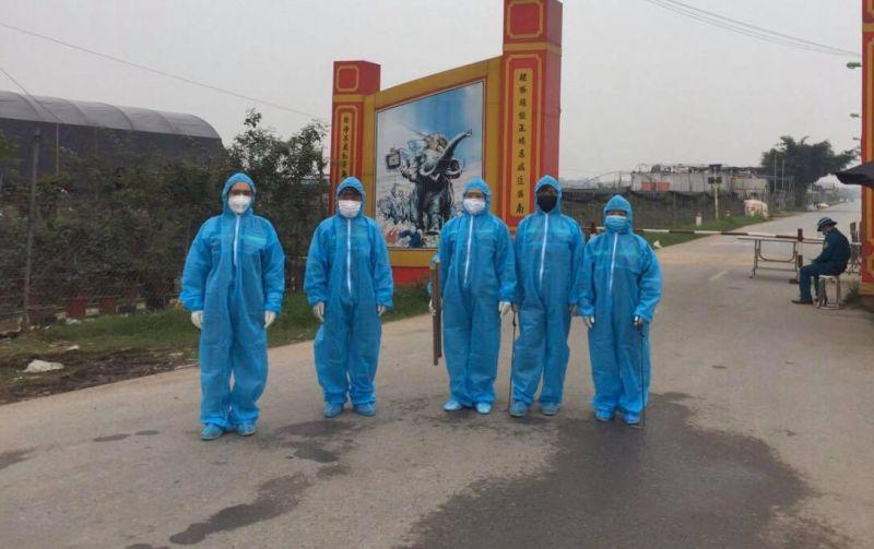 Tạm bỏ sang một bên những lo toan vì việc nhà nông bị thiệt hại do dịch bệnh, cán bộ, hội viên thôn Hạ Lôi sẵn sàng tham gia hỗ trợ công tác phòng chống dịch ở địa phương