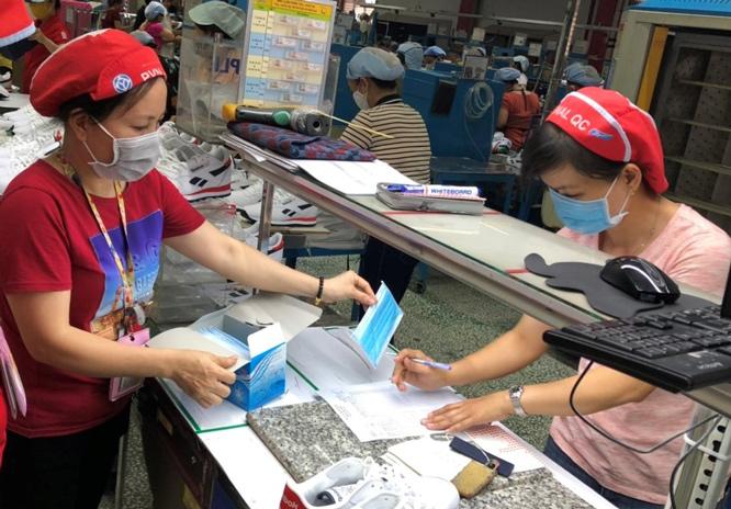 Công ty TNHH PouYuen Việt Nam đã có nhiều biện pháp phòng dịch, nhưng nguy cơ lây nhiễm vẫn còn cao.