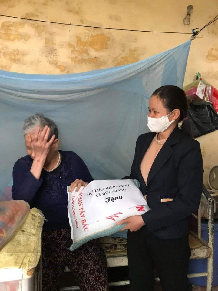 Bà Phí  Thị Thịnh, xóm 3, thôn Lưu Xá, xã Đức Giang gửi lời cảm ơn tới tổ chức Hội đã quan tâm giành tình cảm và hỗ trợ cho gia đình bà vượt khó khăn trong đợt dịch Covid - 19