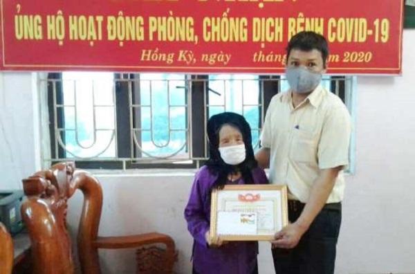Mẹ Việt Nam Anh hùng Đàm Thị Bẩy 100 tuổi ủng hộ tiền chống dịch Covid-19