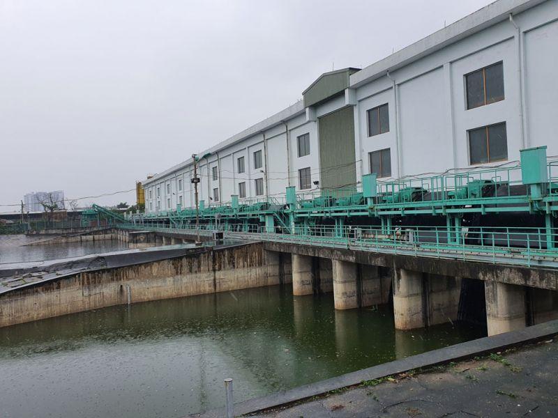 Tại cụm công trình đầu mối Yên Sở, công tác duy tu, bảo dưỡng, sửa chữa các máy bơm cũng đang được thực hiện nhằm chuẩn bị các điều kiện tốt nhất cho vận hành, điều tiết thoát nước tại các sông, hồ nội thành.