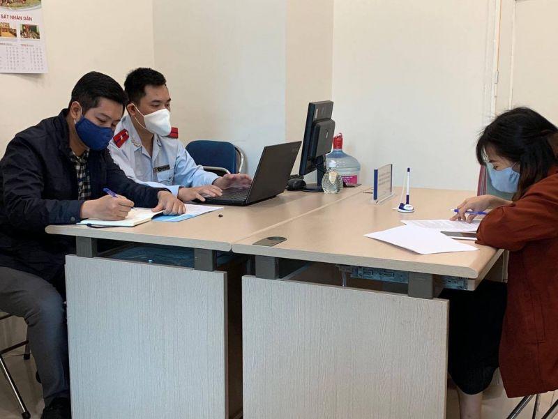 Thanh tra Sở Thông tin và Truyền thông Hà Nội làm việc với chủ tài khoản mạng xã hội đăng tin sai sự thật