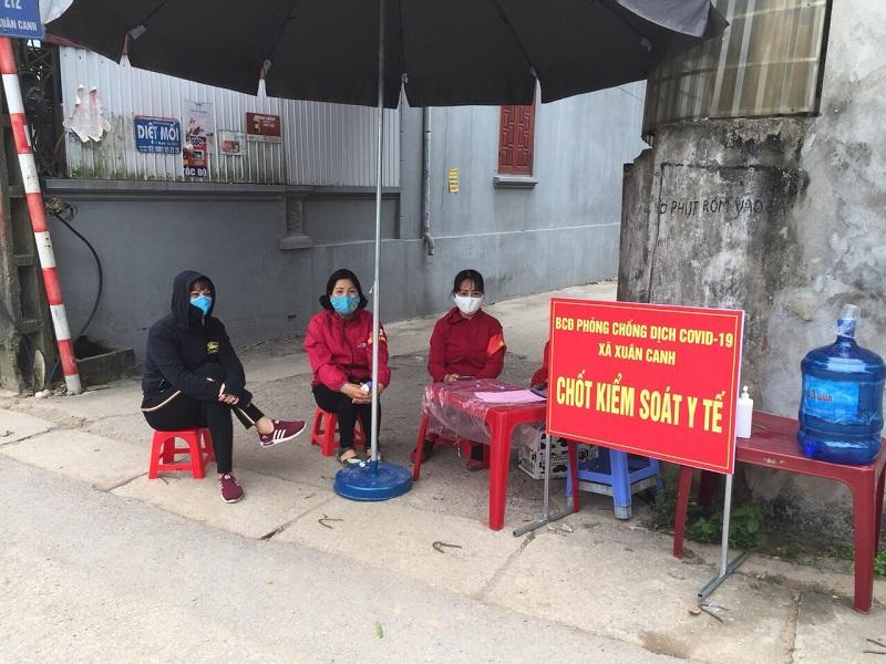 Cán bộ Hội viên phụ nữ còn tích cực tham gia các chốt phòng dịch tại địa phương