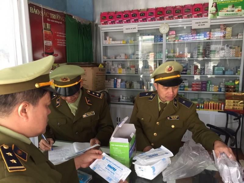rong ngày 14/4 lực lượng QLTT cả nước tiếp tục tăng cường kiểm tra, xử lý các trường hợp vi phạm liên quan đến kinh doanh thiết bị y tế