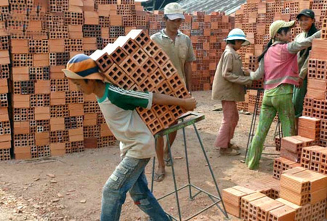 Sử dụng lao động chưa thành niên làm những công việc nặng nhọc, độc hại, nguy hiểm  sẽ bị xử phạt nặng