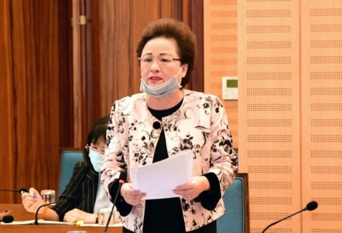 Bà Nga đóng góp ý kiến tại hội nghị