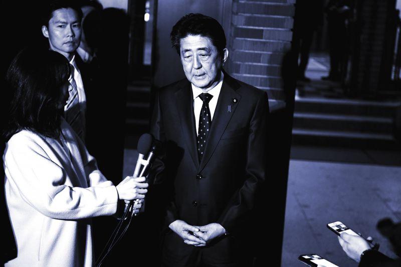 Thủ tướng Abe Shinzo phát biểu trước báo giới về việc hoãn Olympic 2020