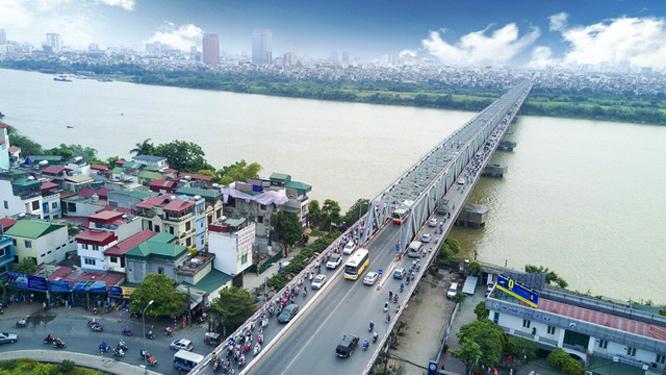Cầu Chương Dương nối hai quận Hoàn Kiếm và Long Biên.