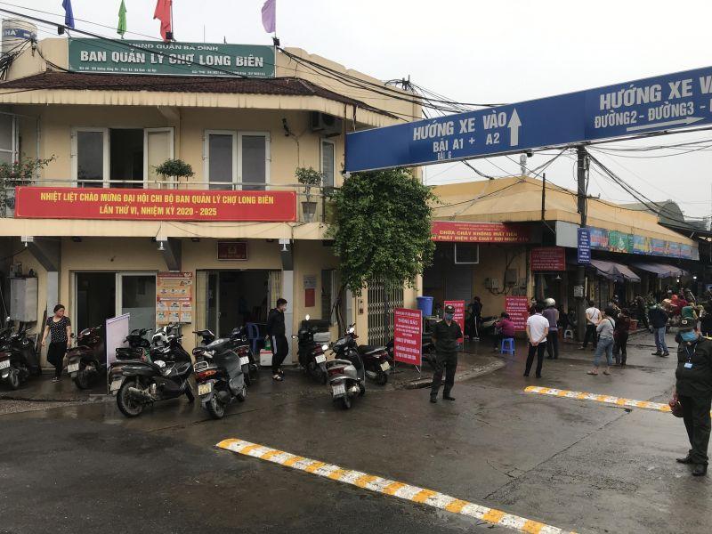 Lực lượng chức năng làm nhiệm vụ tại chợ đầu mối Long Biên