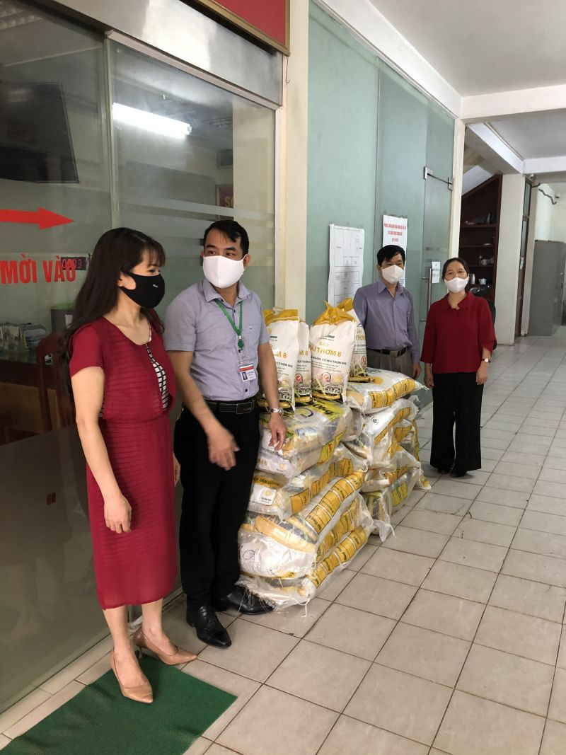 Hơn 30 năm là cán bộ Hội, chị Trần Thị Hạnh, nguyên Chủ tịch Công đoàn cơ quan Trung ương Hội chị muốn đóng góp 1 phần nhỏ bé để chung tay hỗ trợ người bị ảnh hưởng bởi đại dịch Covid-19