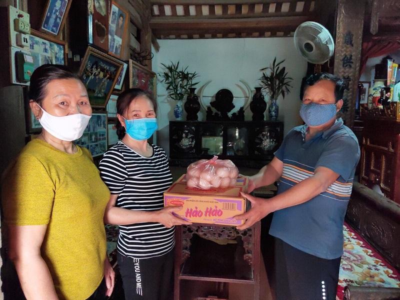 Hội LHPN các xã: Tam Đồng, Tự Lập, Hoàng Kim, Văn Khê phối hợp MTTQ và các đoàn thể vận động cán bộ, hội viên và nhân dân được 85,7 triệu đồng ủng hộ công tác phòng chống dịch Covid- 19