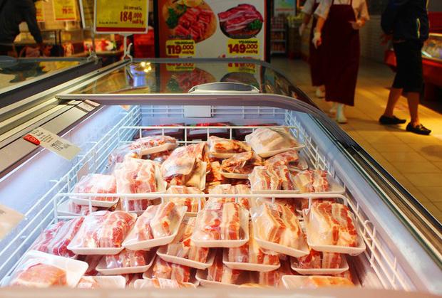 Thịt lợn nhập bán tại siêu thị Big C giảm giá từ ngày 18/4.