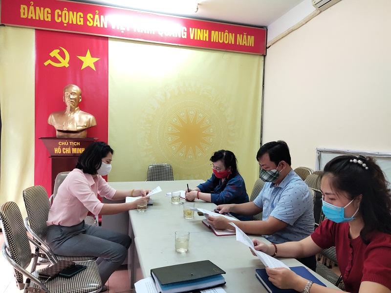Đại diện Hội LHPN quận Hoàn Kiếm làm việc với Đảng uỷ, chính quyền phường Lý Thái Tổ về các trường hợp được phản ánh