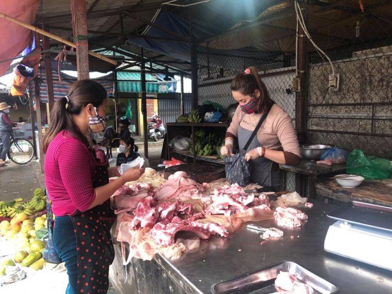 Giá lợn hơi hôm nay 20/4 tiếp tục tăng cao, nhiều địa phương ở miền Bắc đạt 90.000-92.000 đồng/kg