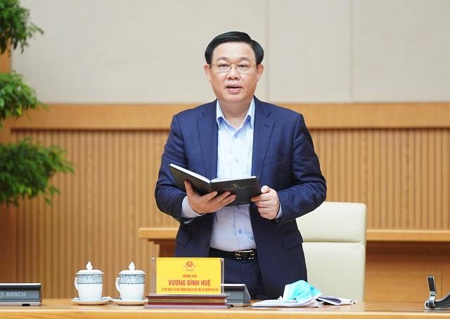 Ủy viên Bộ Chính trị, Bí thư Thành ủy Hà Nội Vương Đình Huệ báo cáo Thủ tướng Chính phủ.