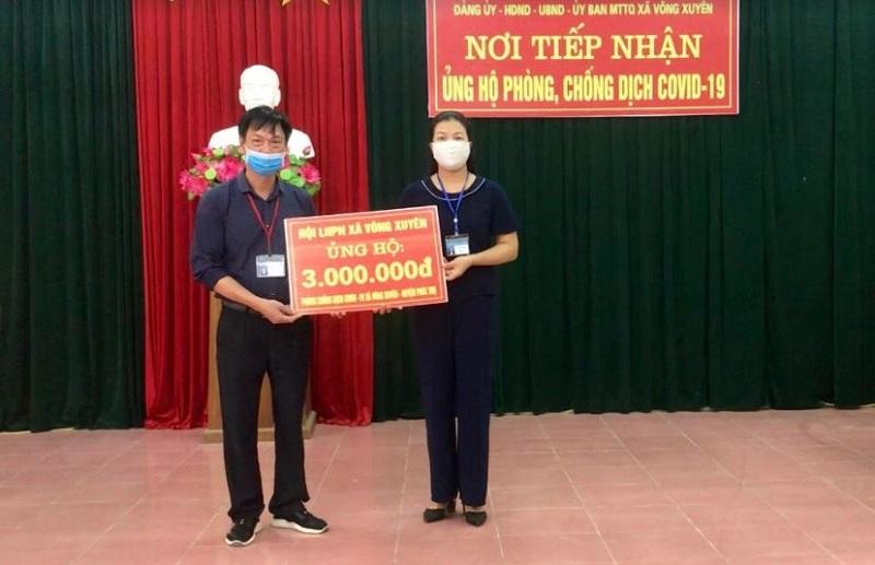 Hội LHPN xã Võng Xuyên tham gia ủng hộ công tác phòng chống dịch tại UBND xã