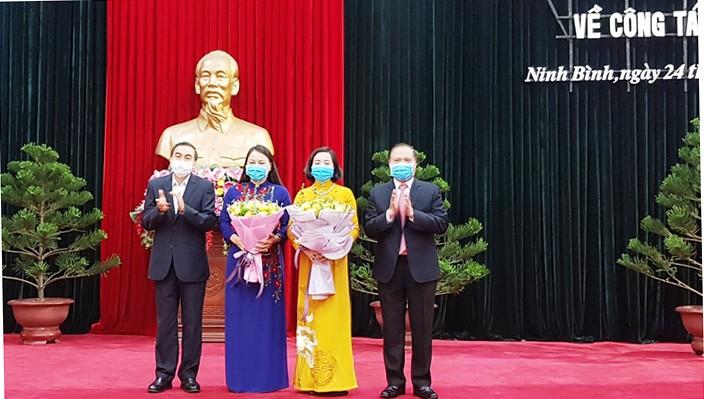 Lãnh đạo tỉnh ủy Ninh Bình chúc mừng tân Phó trưởng Ban tổ chức Trung ương và tân Bí thư Tỉnh ủy Ninh Bình.
