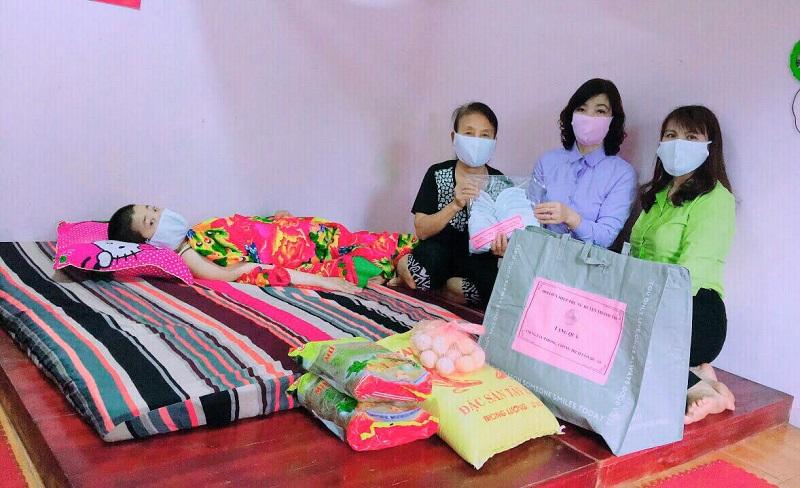 Những phần quà của Hội Phụ nữ hỗ trợ  tuy nhỏ bé nhưng đã góp phần động viên tinh thần, giúp chị em ấm lòng vượt qua những lúc gian khó