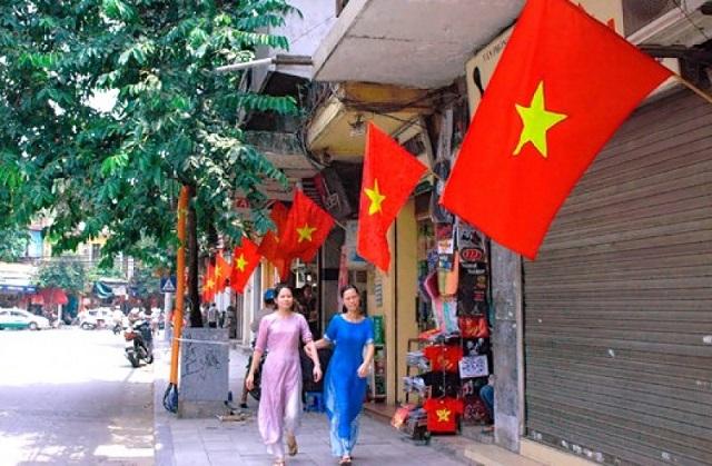 Hà Nội sẽ treo cờ Tổ quốc trong các ngày nghỉ lễ 30/4 và 1/5.