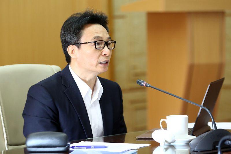 Phó Thủ tướng Vũ Đức Đam tại cuộc họp Ban Chỉ đạo quốc gia phòng chống dịch bệnh viêm đường hô hấp cấp do chủng mới của virus Corona (COVID-19), sáng 27/4. Ảnh: VGP/Đình Nam