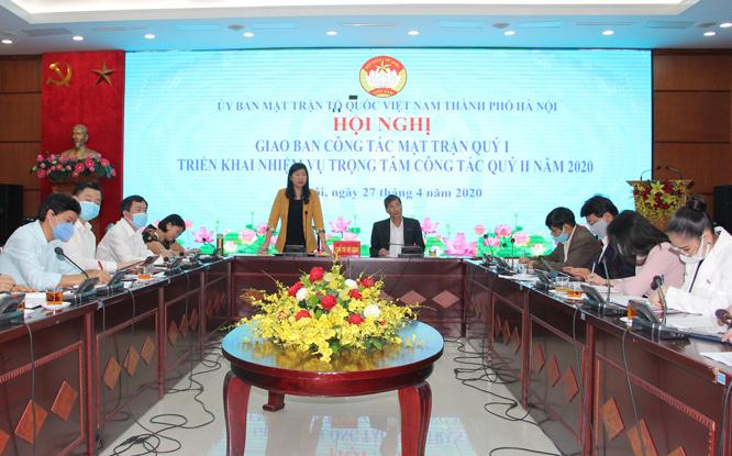 Ủy viên Ban Thường vụ Thành ủy, Chủ tịch Ủy ban Mặt trận Tổ quốc Việt Nam thành phố Nguyễn Lan Hương phát biểu tại hội nghị.