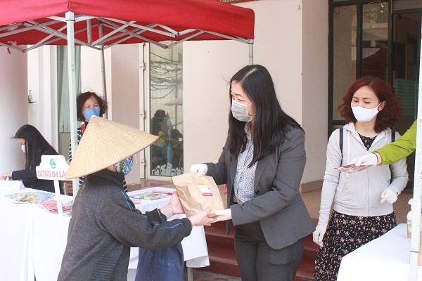 Địa điểm phát suất ăn miễn phí tại gian hàng từ thiện Peace Shop, 20 Thụy Khuê, Tây Hồ, Hà Nội