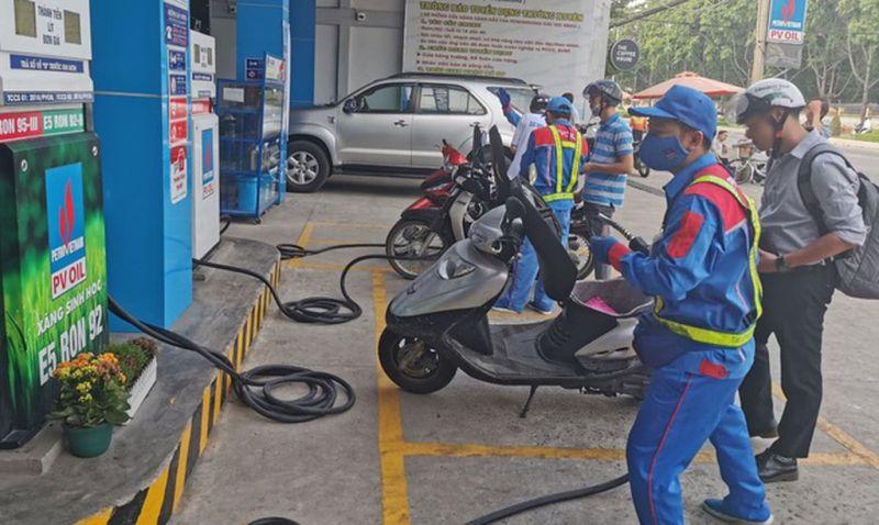 Giá xăng được dự báo tiếp tục giảm vào ngày mai 28/4