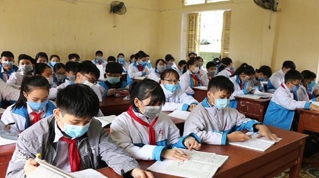 Đảm bảo giãn cách trong và ngoài phòng học, lớp học là một trong các tiêu chí đảm bảo an toàn khi học sinh đi học trở lại