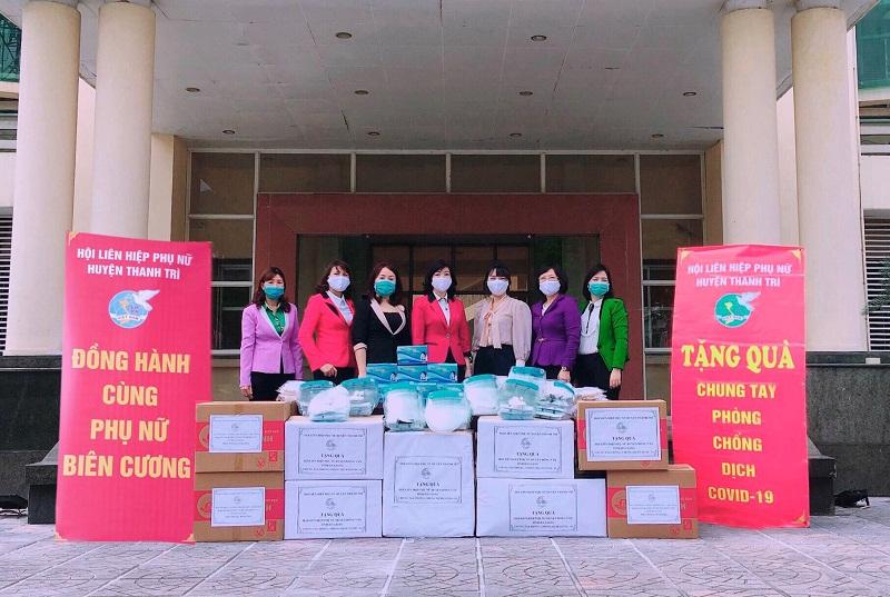 Hội LHPN huyện Thanh Trì đã gửi tặng 6.000 khẩu trang y tế, khẩu trang vải; 500 kính chắn giọt bắn và 20 suất quà cho phụ nữ nghèo tại huyện Đồng Văn- Tỉnh Hà Giang.