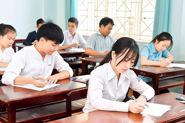 Theo Hiệp hội, những trường thuộc tốp giữa và tốp cuối nên tuyển sinh dựa trên kết quả thi tốt nghiệp THPT