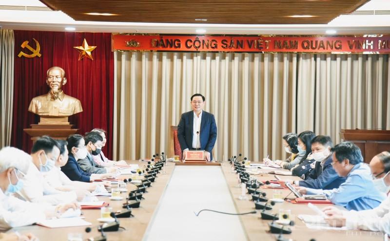 Bí thư Thành Ủy Vương Đình Huệ phát biểu chỉ đạo tại buổi làm việc với Ban Dân vận thành phố sáng 28/4.