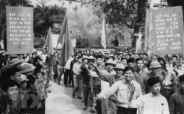 Hàng chục vạn người con của Thủ đô đã tình nguyện lên đường chi viện cho chiến trường miền Nam