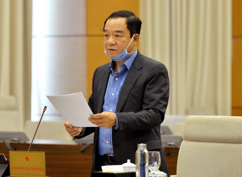 Chủ nhiệm Văn phòng Chủ tịch nước Đào Việt Trung trình bày Tờ trình tại Phiên họp. Ảnh: VGP/ Lê Sơn.