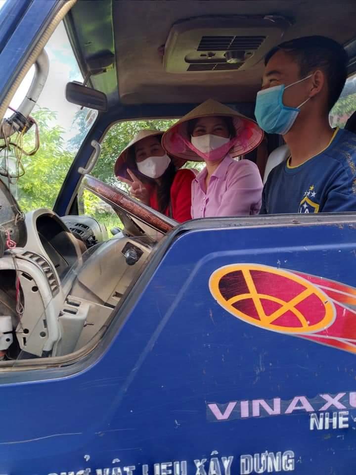 Hội Phụ nữ không quên gửi lời cảm ơn tới các bác tài xế xe tải đã luôn đồng hành cùng tổ chức Hội để chuyển quà tới các gia đình