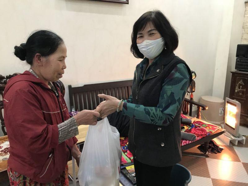 Hội Phụ nữ tặng quà gia đình hội viên có hoàn cảnh khó khăn