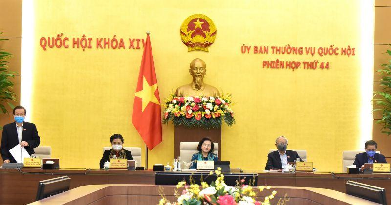 Đoàn Chủ tịch điều hành phiên họp chiều 28/4. Ảnh: VGP/ Lê Sơn