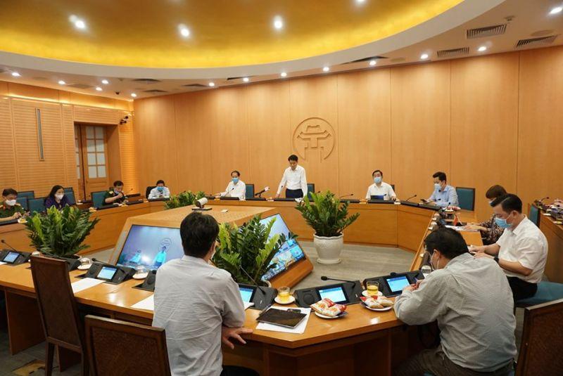 Chủ tịch UBND TP Nguyễn Đức Chung phát biểu tại phiên họp trực tuyến chiều ngày 29/4