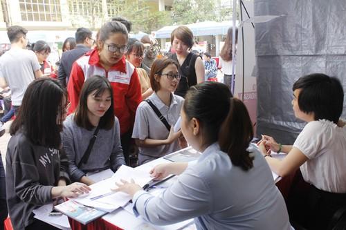 Các bạn trẻ tham dự Ngày hội tuyển dụng việc làm (ảnh minh họa)
