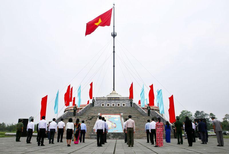 Lễ thượng cờ thống nhất non sông. Ảnh: VGP/Minh Trang