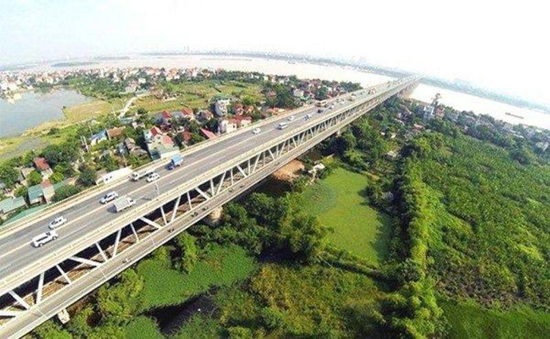 Cầu Thăng Long đang được sửa chữa vào tháng /2020.