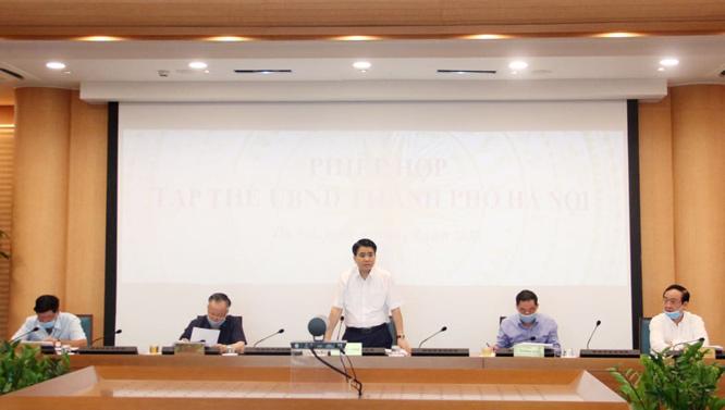 Chủ tịch UBND thành phố Hà Nội Nguyễn Đức Chung phát biểu tại phiên họp tập thể UBND thành phố.