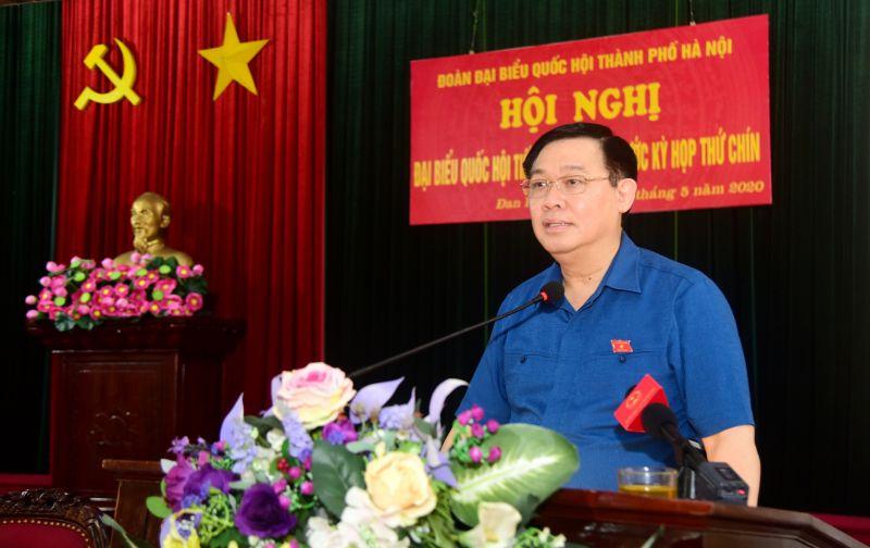 Bí thư Thành ủy Hà Nội Vương Đình Huệ phát biểu tại hội nghị tiếp xúc cử tri huyện Đan Phượng. Ảnh: VGP