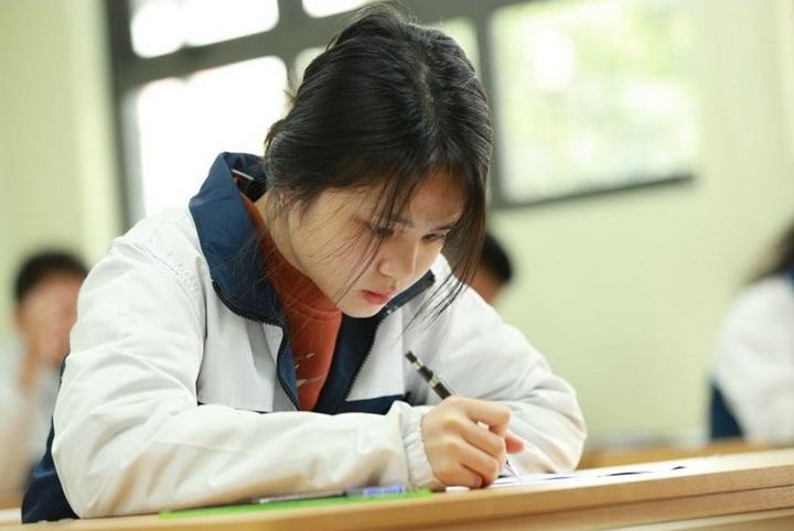 Bộ Giáo dục- Đào tạo cho biết sẽ rút ngắn thời gian và nội dung thi tốt nghiệp THPT để giảm tải cho học sinh.