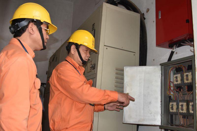 Bộ Công Thương đề nghị Chính phủ lùi thời hạn biểu giá bán lẻ điện sinh hoạt.