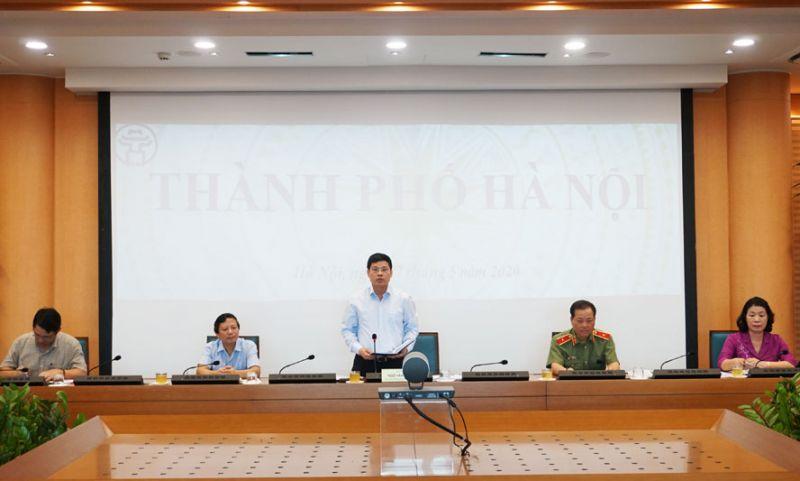 Phó Chủ tịch UBND thành phố Ngô Văn Quý báo cáo Thủ tướng Chính phủ tại điểm cầu Hà Nội